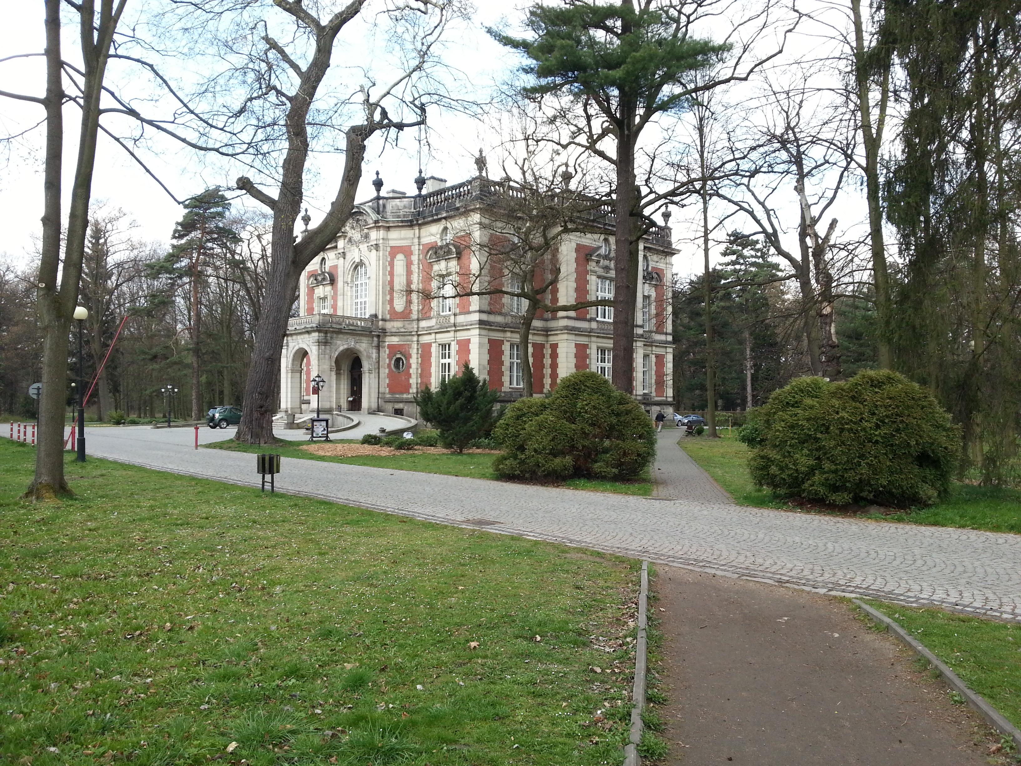 Pałac kawalera w świerklanieckim parku