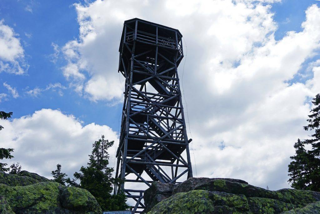 Wieża widokowa na Trójmorskim Wierchu.