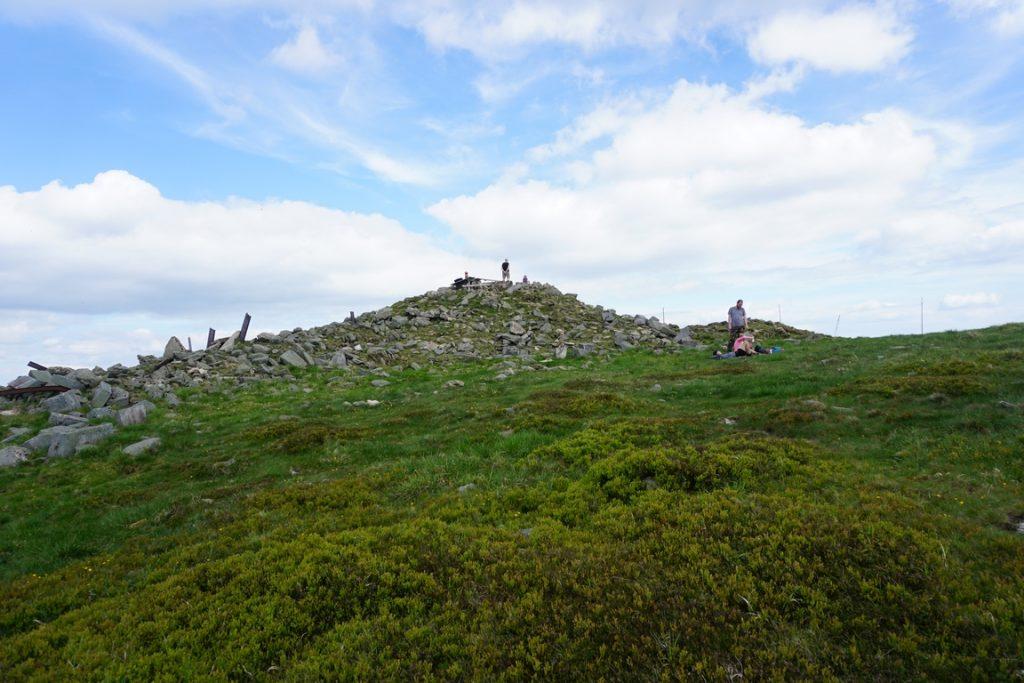 Ruiny wieży widokowej na Śnieżniku.