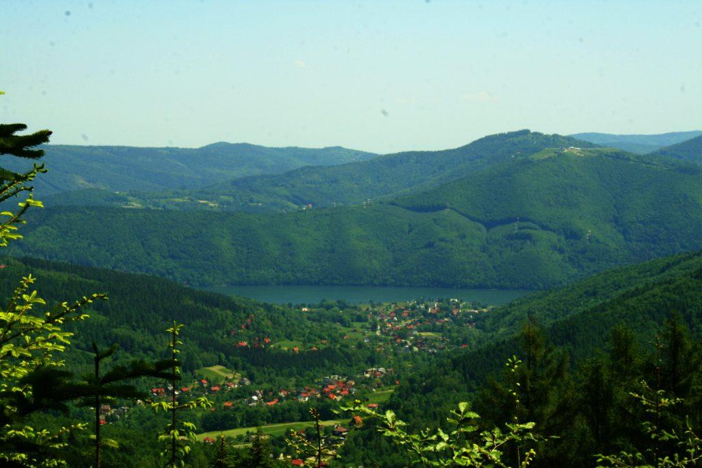 Widok na górę Żar i Jezioro Międzybrodzkie