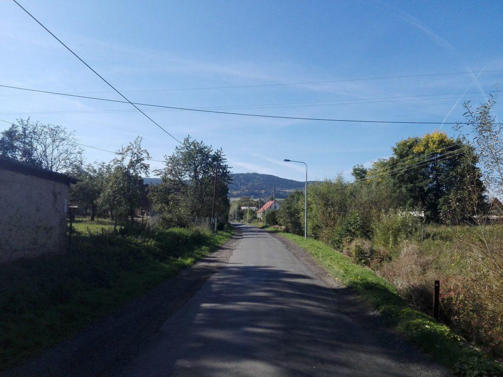 Widok na Okole ze wsi Lubiechowa.